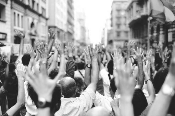 """""""Democrația este puterea poporului bine informat"""""""